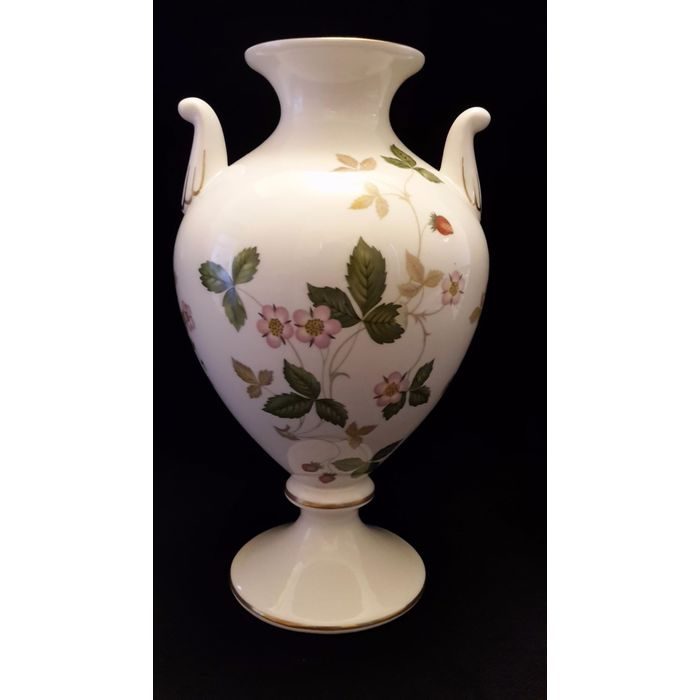 A Pair Of Wedgwood Vases Featuring The Wild Strawberry Design Each Measuring Roximately 7 Inches In Height