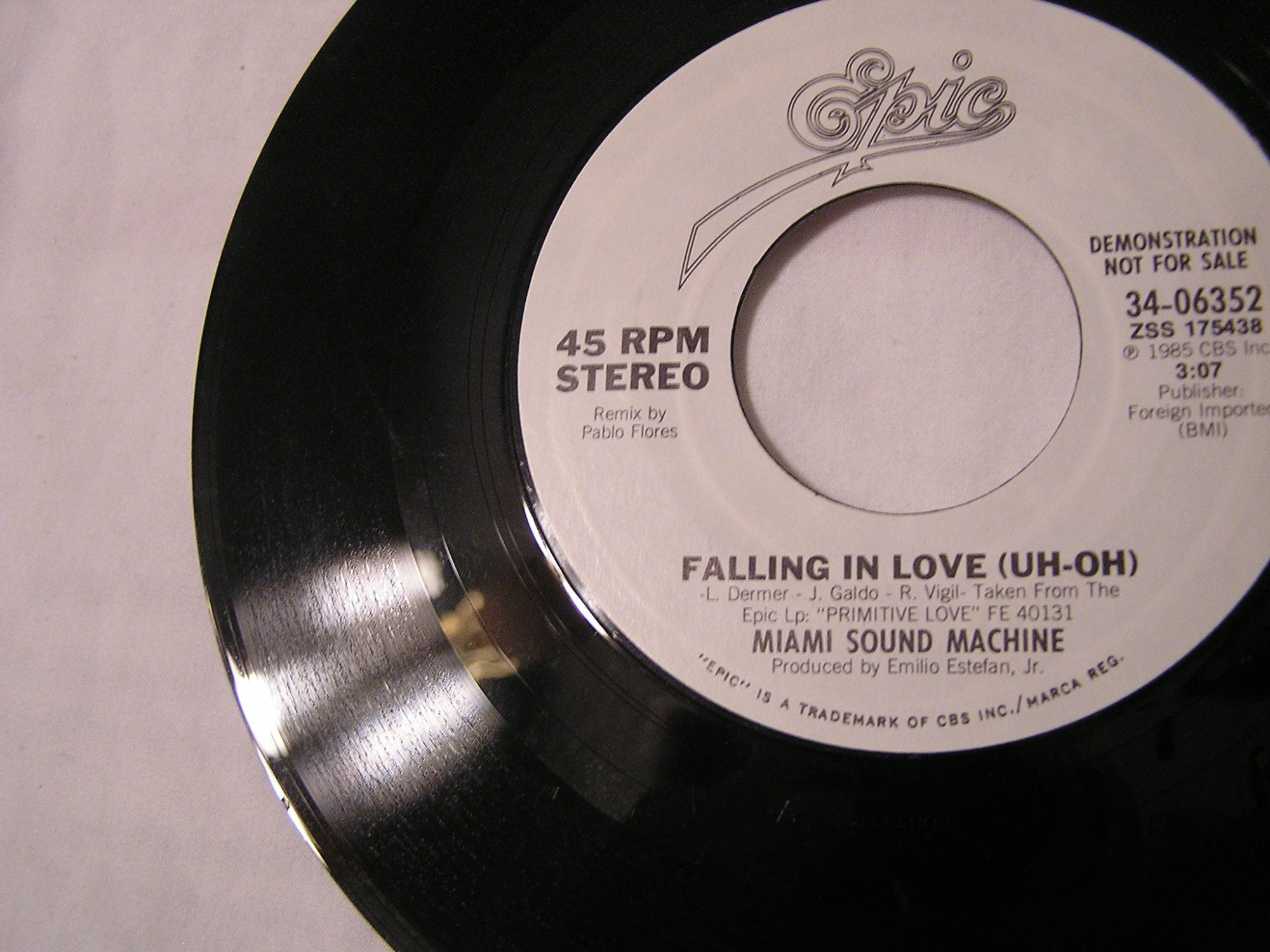 Miami Sound Machine FALLING IN LOVE (UH-OH) [Single Remix